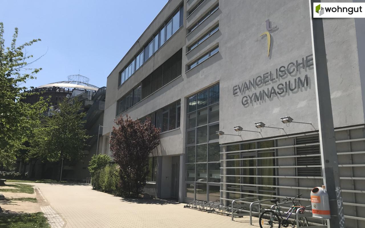Gymnasium nähe Gasometer